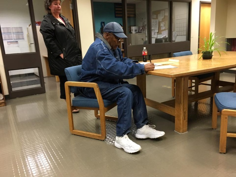 THE JUICE IS LOOSE! O.J. SIMPSON HAS BEEN RELEASED FROM PRISON