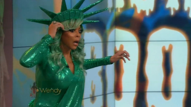 WENDY WILLIAMS FAINTS ON LIVE TV(VIDEO)