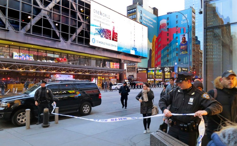 """SUSPECT IN CUSTODY AFTER """"PIPE BOMB"""" EXPLODES IN NYCSUBWAY"""