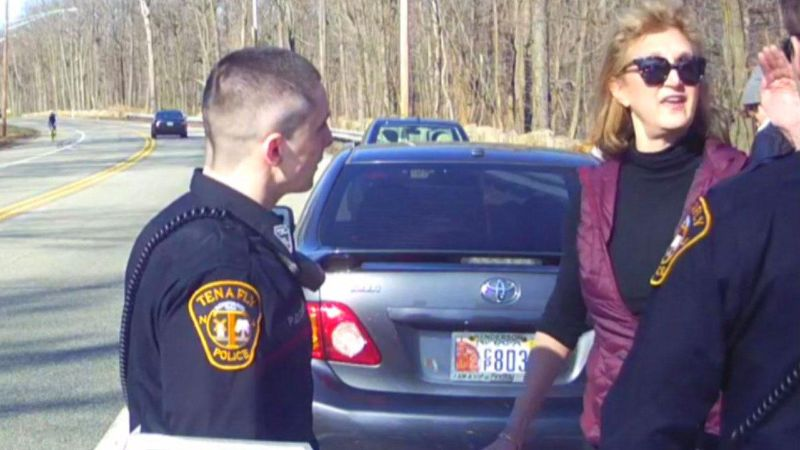 WOMAN AGGRESSIVELY CUSSES OUT POLICE DURING TRAFFIC STOP. SHE MIRACULOUSLY COMES OUT OF CONFRONTATION ALIVE AND UNHARMED(VIDEO)