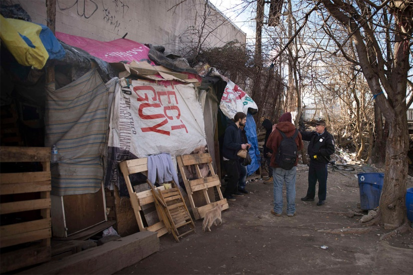 OFFICIALS CARRY OUT MASS EVICTIONS OF HOMELESS IN PHILLY'S KENSINGTONSECTION