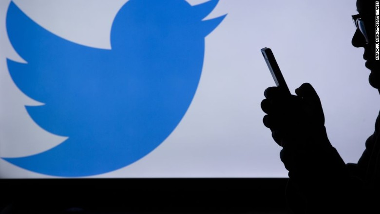 "TWITTER ENCOURAGES USERS TO CHANGE PASSWORDS AFTER BUG ""UNMASKED"" INTERNAL LOG"