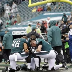 eagles kneeling-1